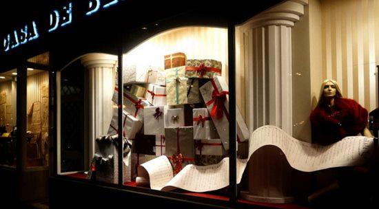 位于曼谷的marc by marc jacobs橱窗陈列设计同样反映出品牌的风格图片